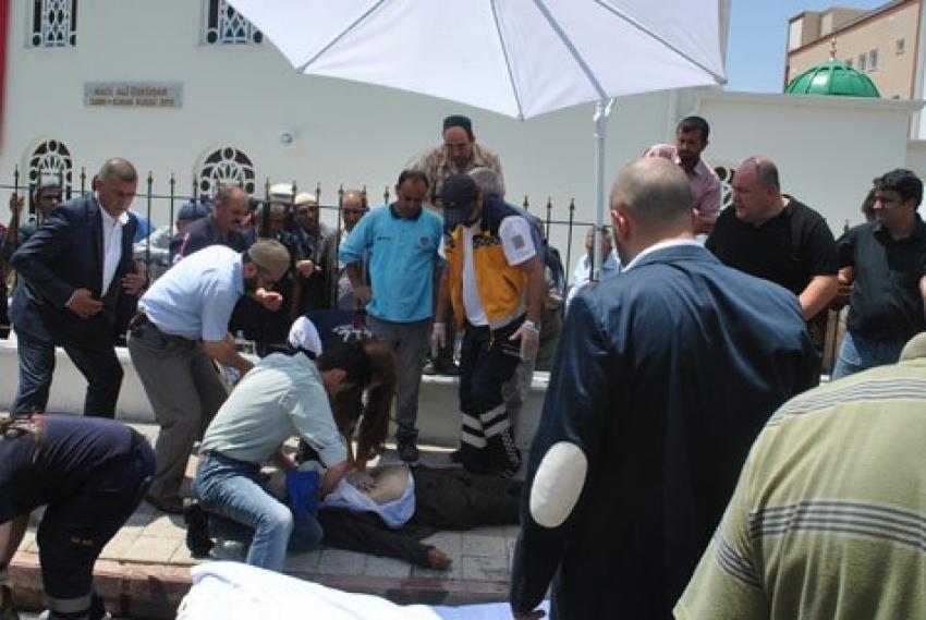 Bursa'da cami açılışında yere yığıldı!