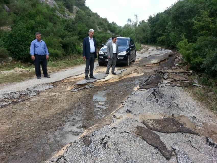 Bursa'da yağmur yolları yerinden söktü