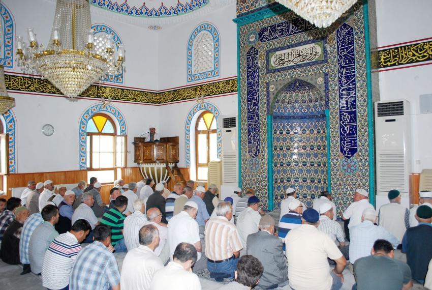 Ramazan'ın ilk cumasında Bursalılar camilere akın etti