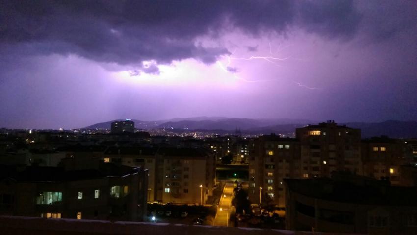Bursa'yı kara bulutlar kapladı
