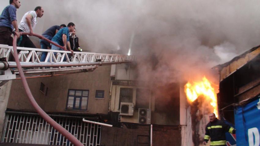 Korkunç yangın! Onlarca kişi hastanelik!