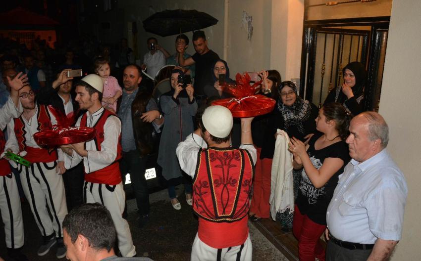 Arnavut göçmenlerinin sahur kültürü Bursa sokaklarında!