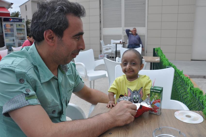 Bursa'da parmak çocuk ilgi odağı oldu