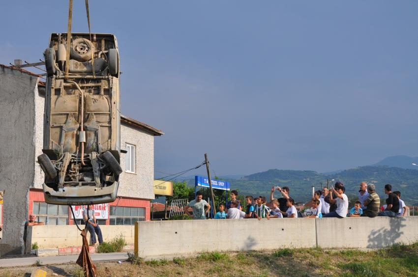 Bursa'da küçük sürücü Bedre deresine uçtu!