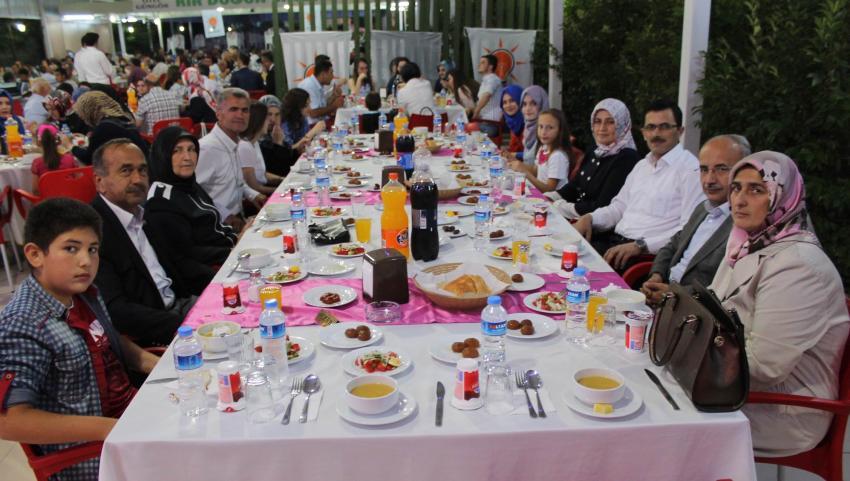 AK Parti Yenişehir iftarda bir araya geldi