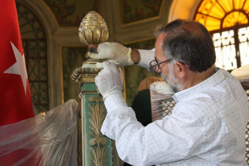600 yıllık sanduka onarılıyor