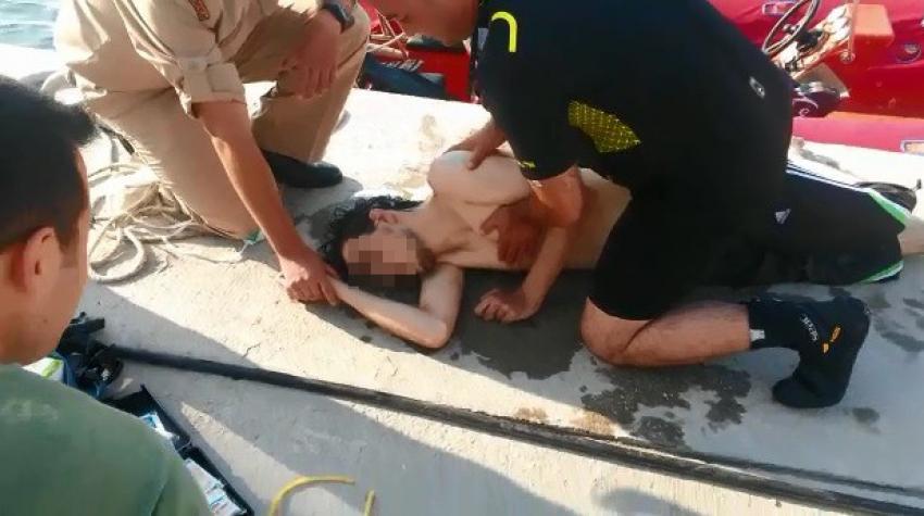 Bursa'da denizde dehşet dakikaları! Boğulma tehlikesi geçiren genç işte böyle kurtarıldı
