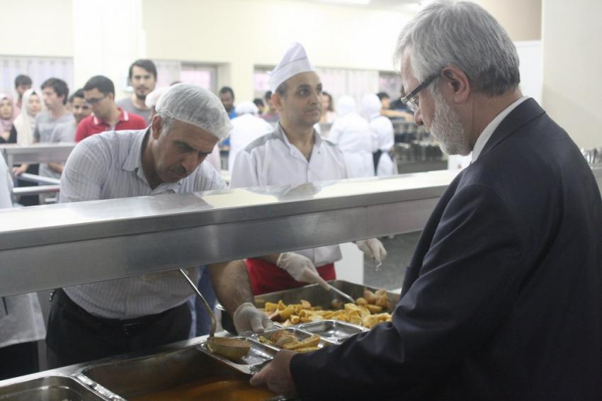 Ulcay, öğrencilerle iftar yaptı