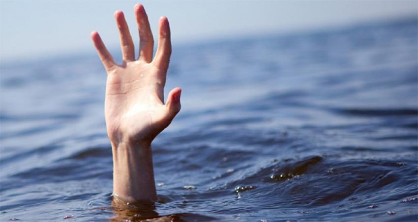 İki kardeş yüzmek için girdikleri denizde can verdi