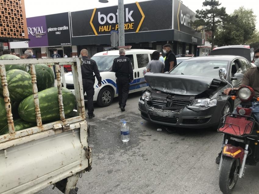 Trafik tartışması bıçaklı ve sopalı kavgaya dönüştü