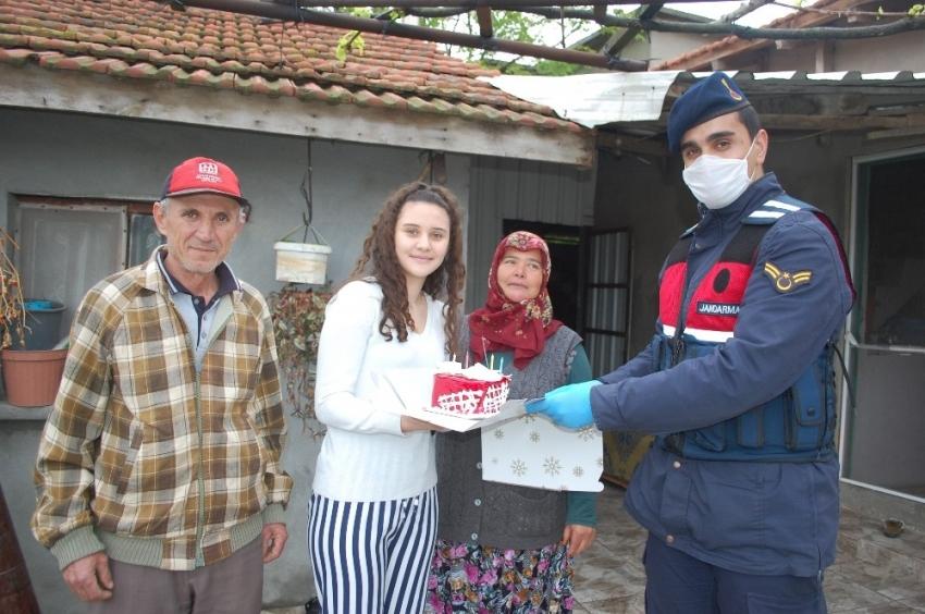 18 yaşına giren Emine'ye jandarmadan sürpriz