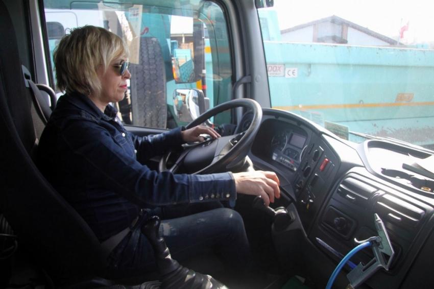 Tekirdağ'ın 'Şoför Nebahat'i erkeklere taş çıkartıyor