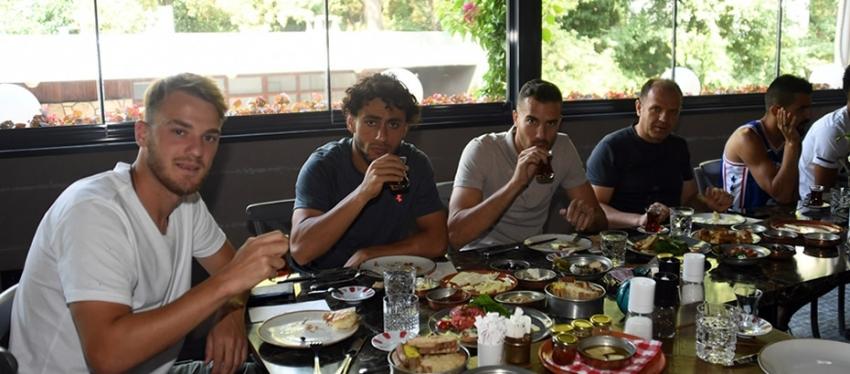 Ertuğrul Ersoy'dan takıma kahvaltı