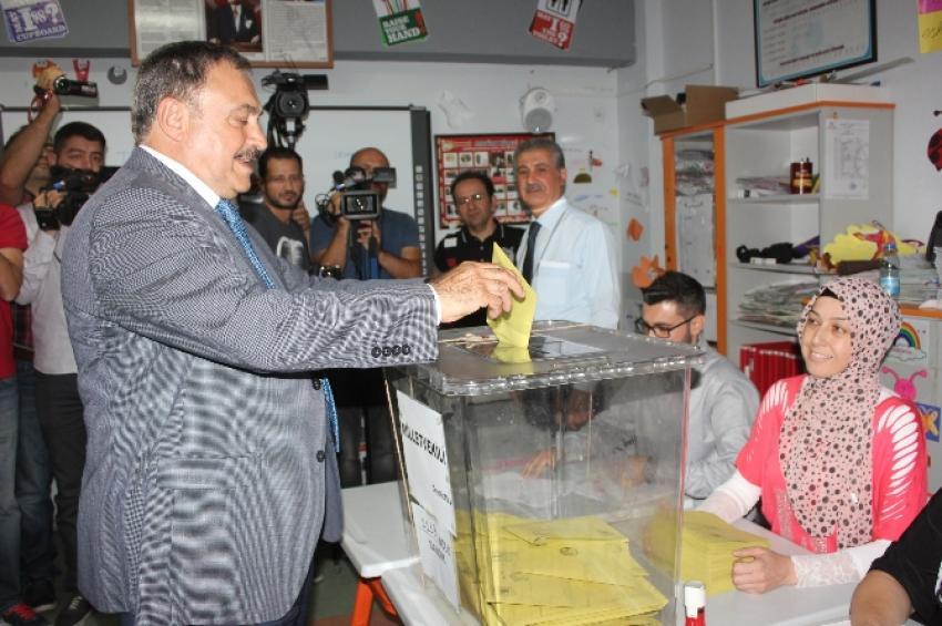 Bakan Eroğlu oyunu kullandı