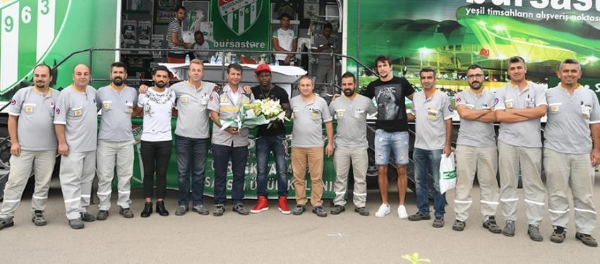 Oyunculardan Renault'a ziyaret