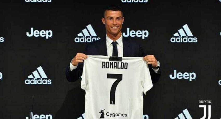 Ronaldo resmen Juventus'ta
