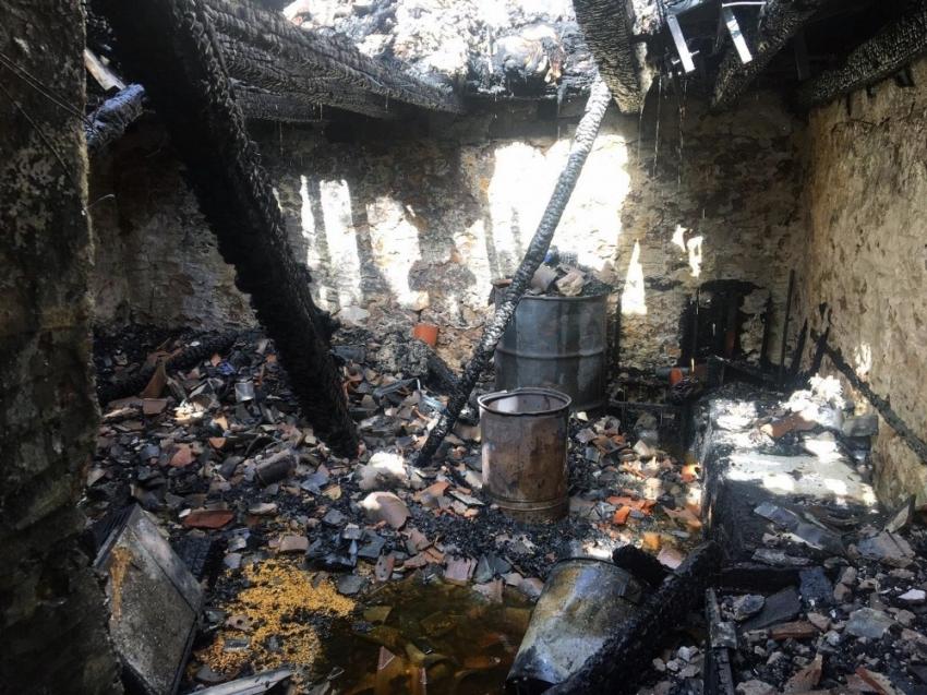 İki katlı yayla evi yandı