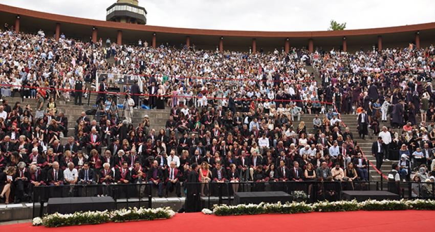 Maltepe Üniversitesi mezunlarını uğurladı...