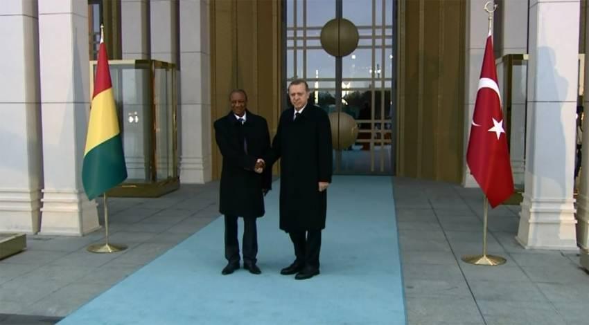 Erdoğan Gineli mevkidaşını resmi törenle karşıladı