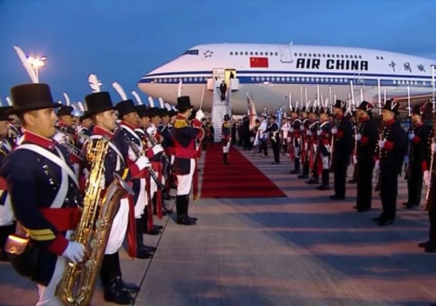 Askeri bando Çinli diplomatı Devlet Başkanı Jinping sandı