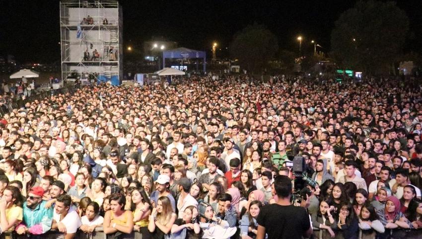 Festivale ilk gün 20 bin kişi katıldı