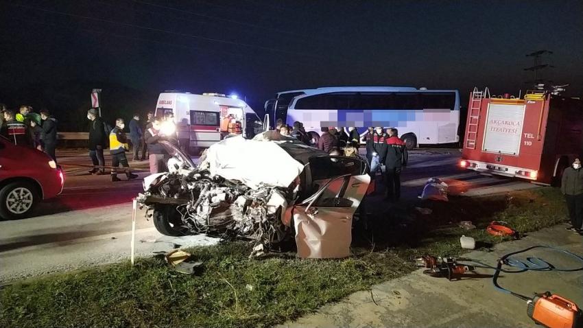 Yolcu otobüsü ile otomobil çarpıştı: 3 ölü, 11 yaralı...