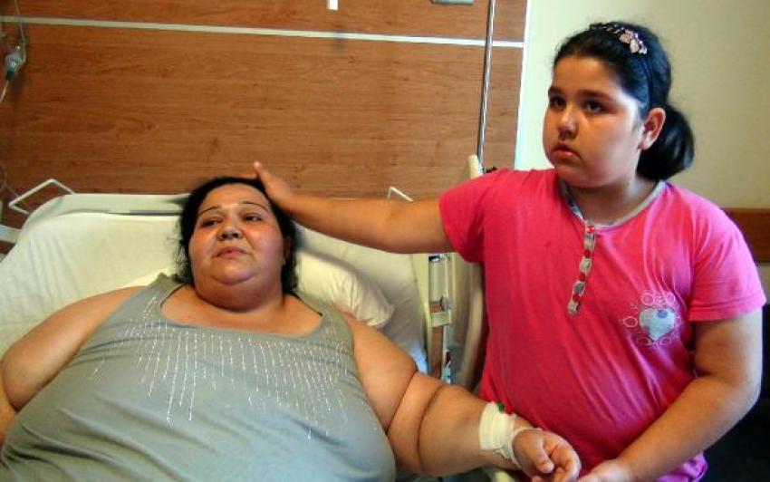 246 kiloluk kadının rahmi lazerle alındı