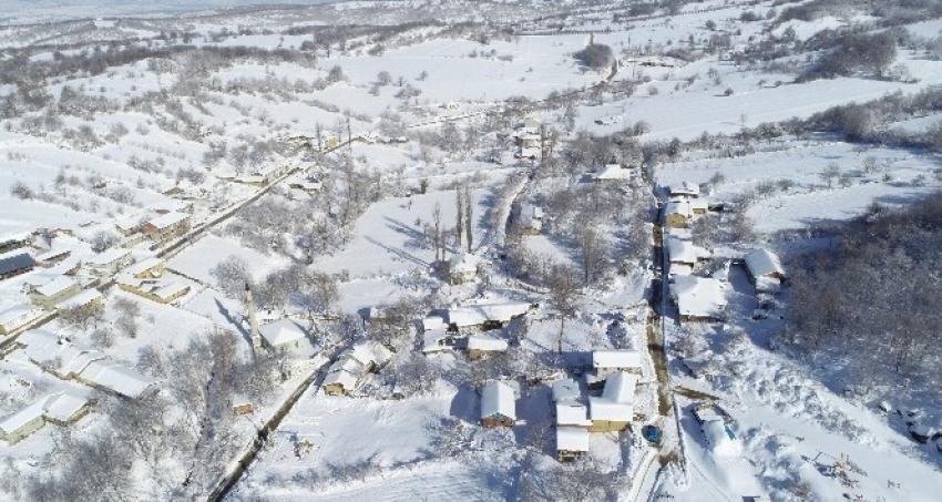 32 haneli köyde 6 muhtar adayı
