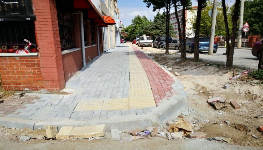 Osmangazi'de kaldırımlar düzenleniyor