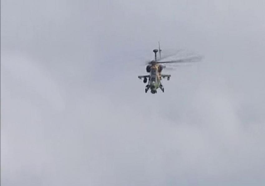 ATAK helikopterlerinden harmandalı şovu