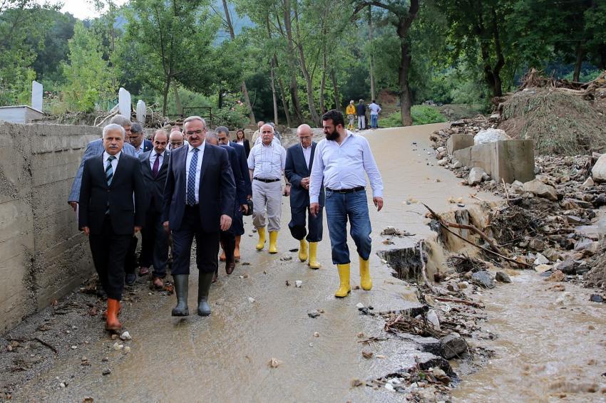 Bursa'da şiddetli yağış sonrası yaralar sarılıyor