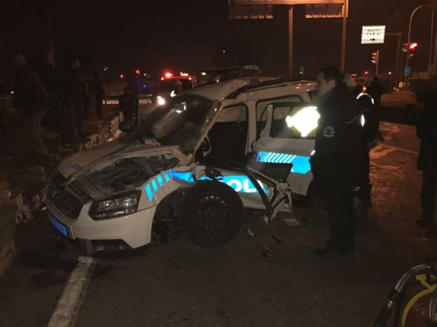 Polis aracı kaza yaptı:2 şehit