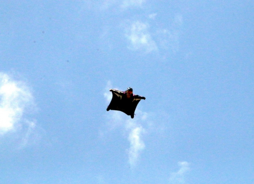 'Yarasa uçuşu' nefes kesti