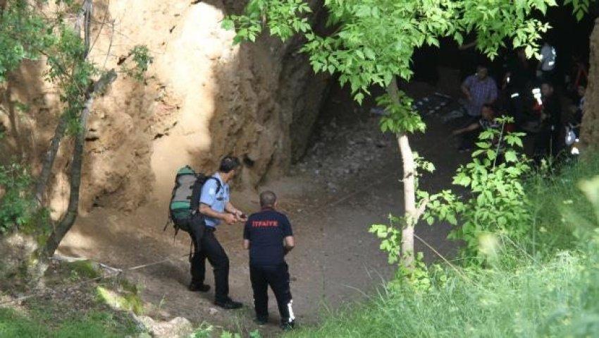 Genç kız mağarada 55 metre sürüklendi