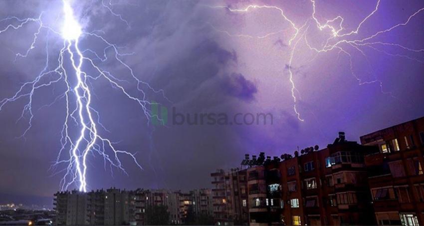 Antalya'da şimşekler gökyüzünü aydınlattı