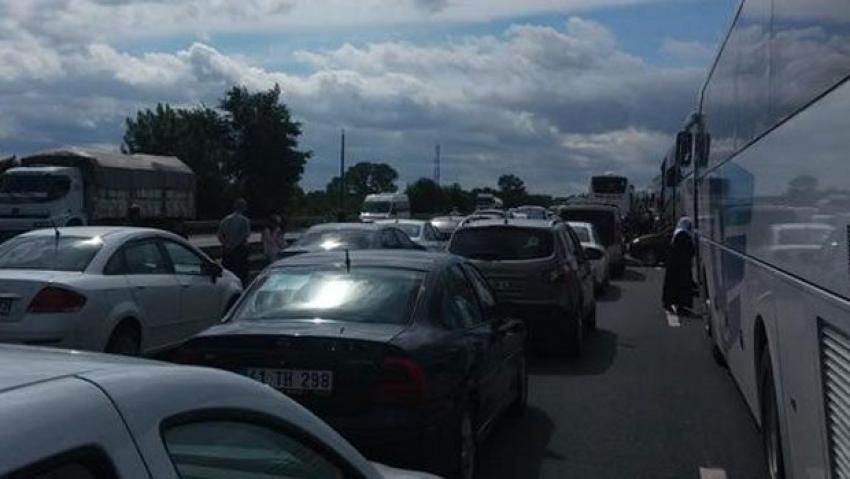 TEM'de kaza! Yol ulaşıma kapandı