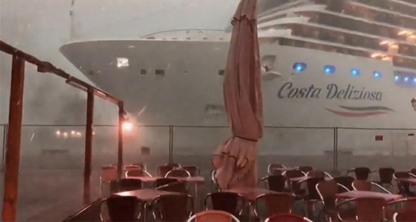 İtalya'da gemi faciası kıl payı atlatıldı
