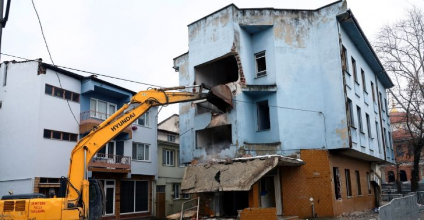 Bursa'da riskli yapılar yıkılıyor