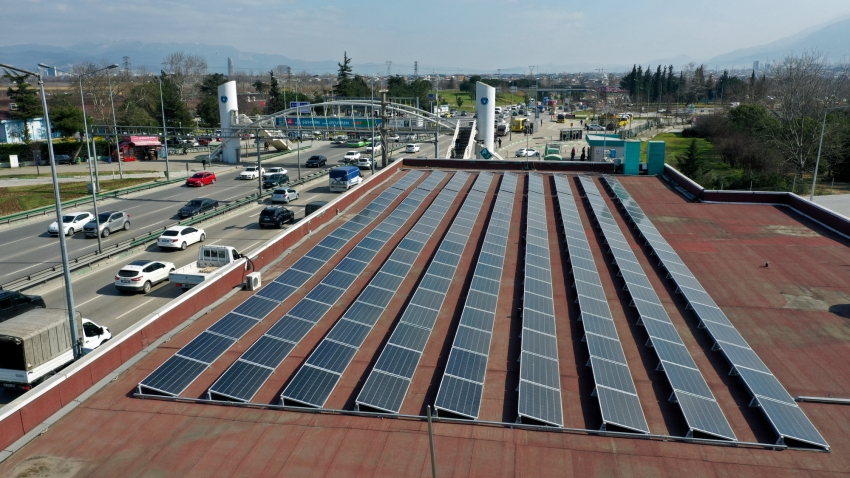 Bursa'da metro durakları enerji istasyonuna dönüyor