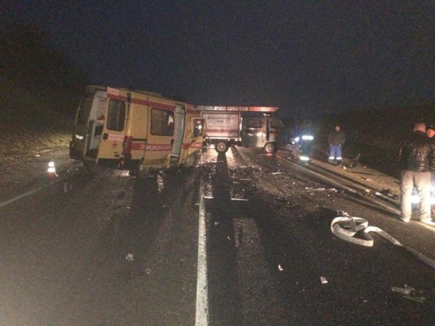 Rusya'da ambulans ile otomobil çarpıştı: 2'si çocuk 6 ölü