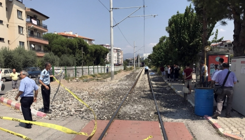 Hemzemin geçitten geçerken tren çarptı