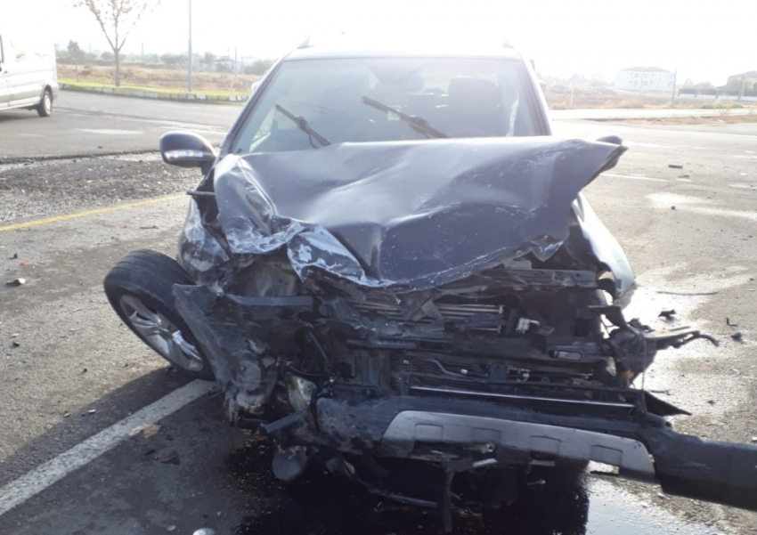 Polis aracı otomobille çarpıştı: 4'ü polis 5 yaralı