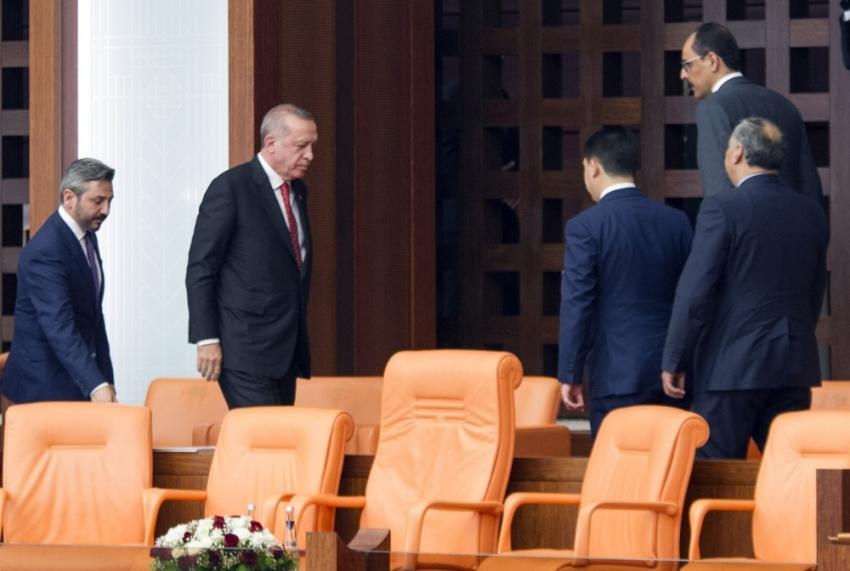 Özel oturum bitmeden Meclis'ten ayrıldı