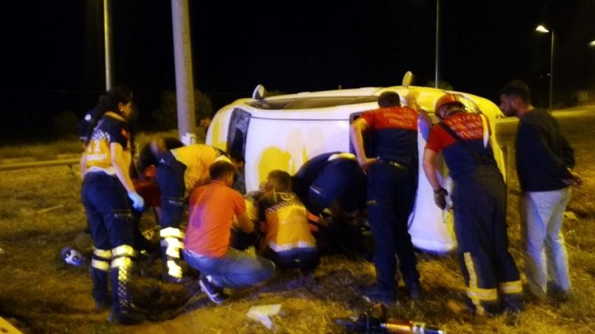 Üniversite öğrencileri kiralık otomobille kaza yaptı: 1 ölü, 6 yaralı
