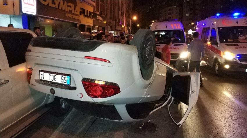 Samsun'da alt geçit çıkışında otomobil takla attı: 3 yaralı