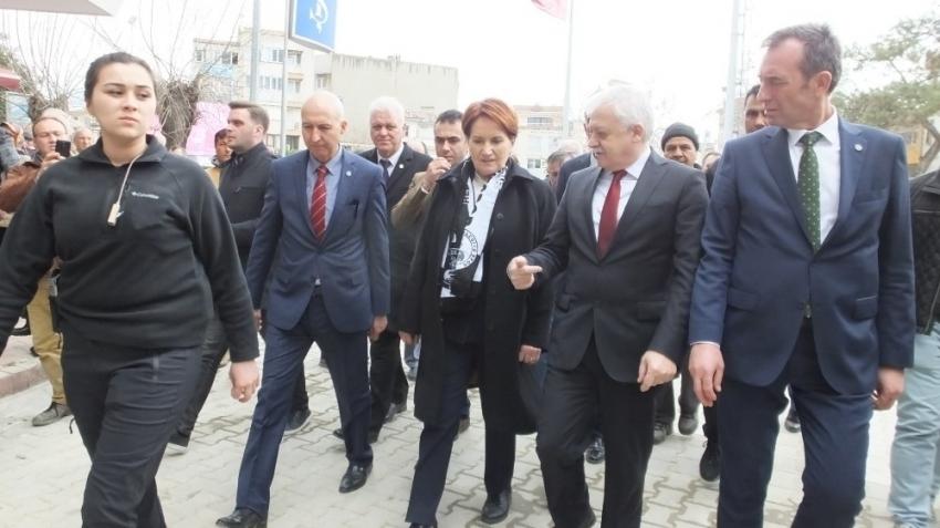 İYİ Parti Genel Başkanı Akşener Burhaniye'yi ziyaret etti