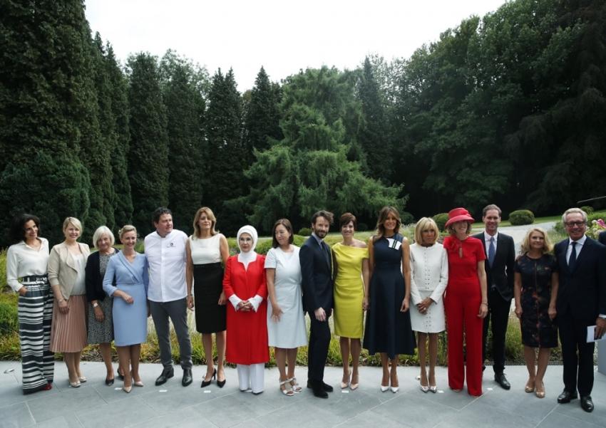 Emine Erdoğan NATO Zirvesi'ne katılan lider eşleri ile bir araya geldi