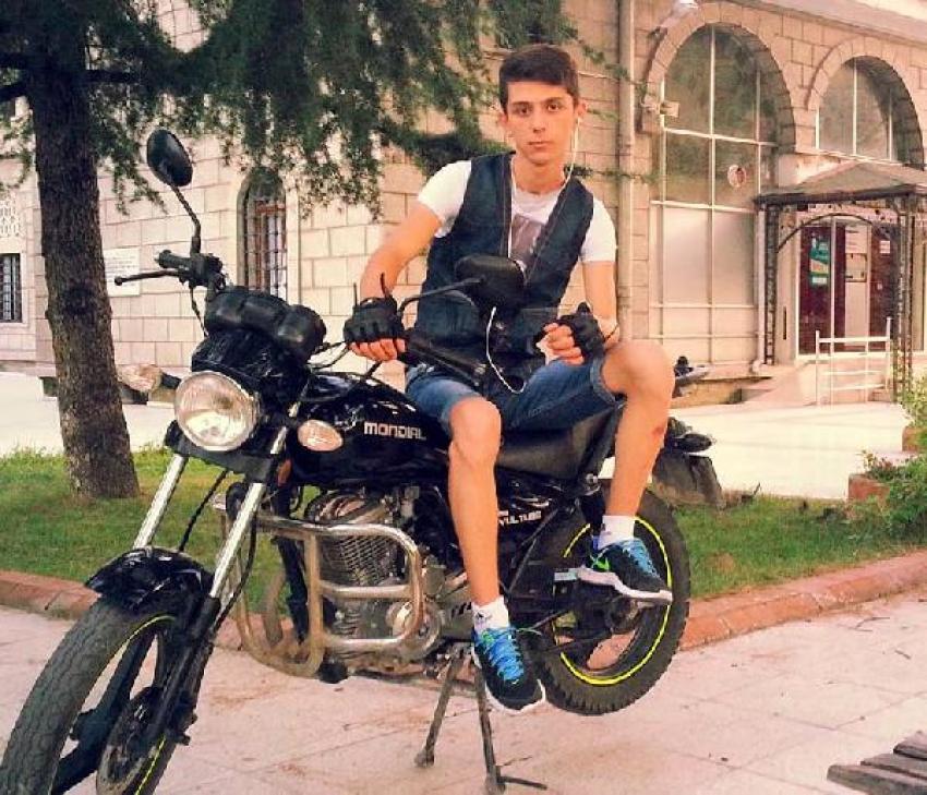 Kamyonetin çarptığı 19 yaşındaki motosiklet sürücüsü öldü
