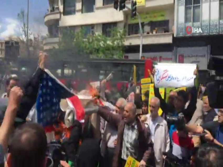 """İranlılar """"ABD'ye ölüm"""" sloganı attı"""