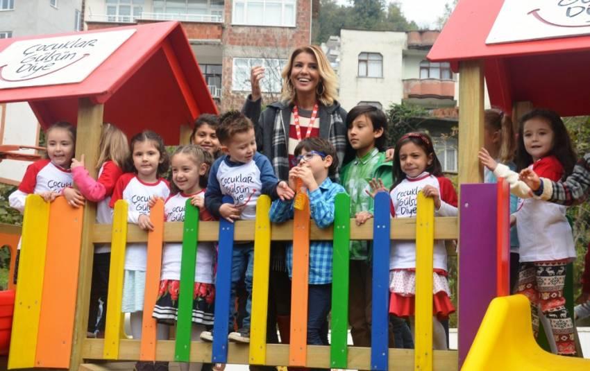 'Çocuklar Gülsün Diye Anaokulu'nu Gülben Ergen açtı